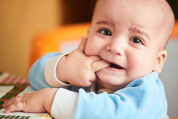 جلوگیری از دندان درد نوزادان